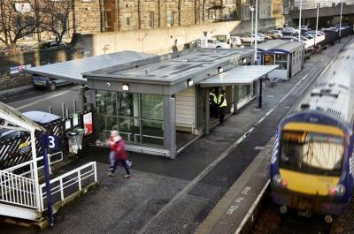 Harrogate Railway Station Waiting Shelters, North Yorkshire   Broxap