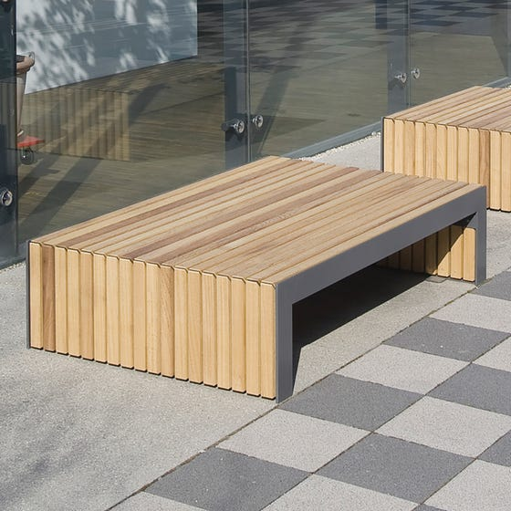 Plaza III M Bench